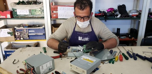 Allan Kardec recebe doação de eletrônicos para oficina de geração de renda
